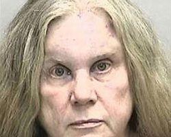 В США арестовали женщину за поцелуй полицейского